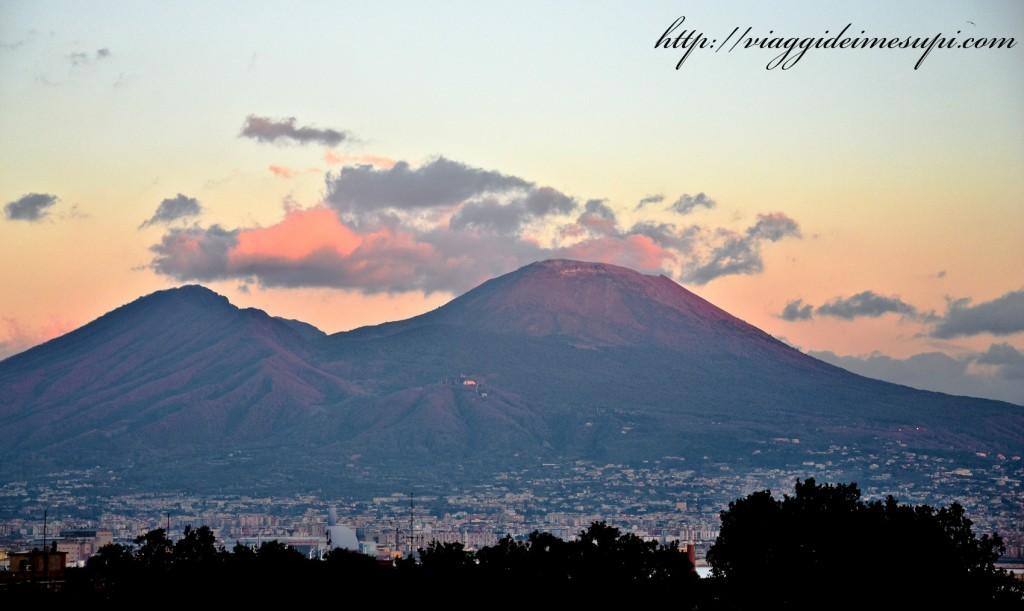 Scalare un vulcano attivo Vesuvio
