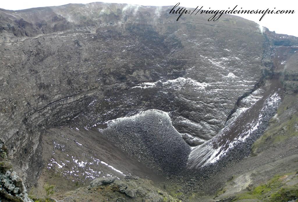 Scalare un vulcano attivo cima del vesuvio