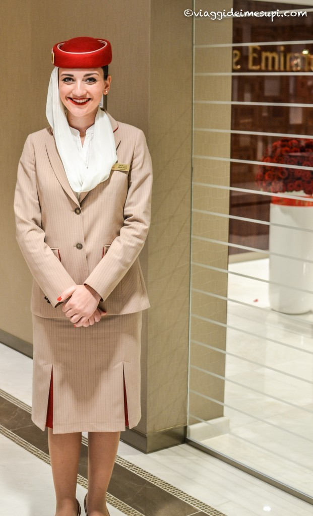 lounge emirates, le hostess