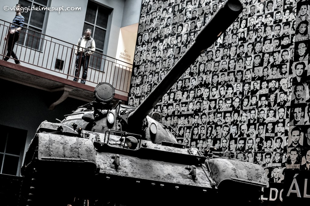 Casa del Terrore di Budapest carrarmato